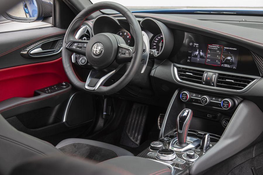 Δοκιμαστική κίνηση: Alfa Romeo Giulia Veloce Ti