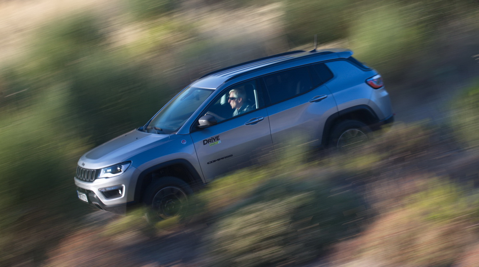 Jeep Compass Trailhawk panning