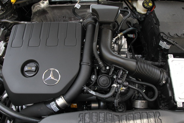 Mercedes A 200 engine