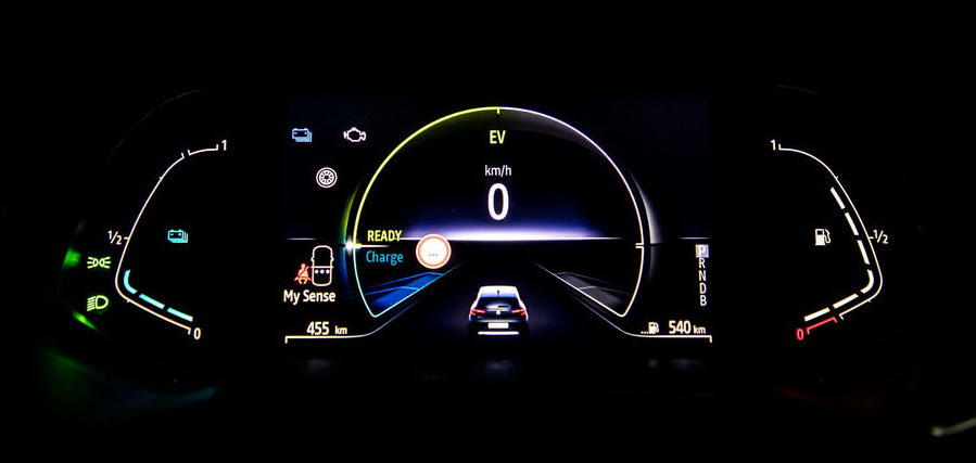 Renault Clio E-Tech_instrument panel
