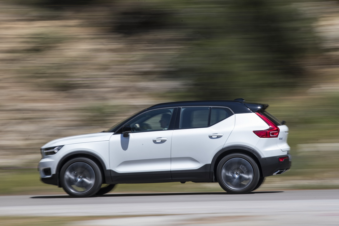 Volvo XC40_side panning