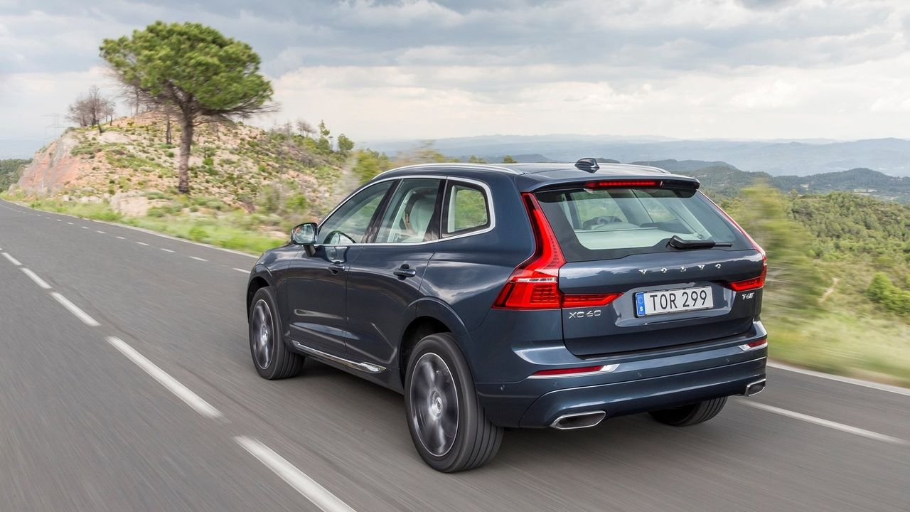 Volvo XC60 2018 Rear View